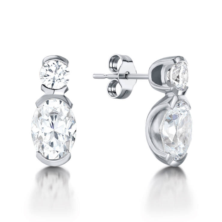 Round with oval drop earring